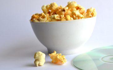 Zo kan je zelf zoete popcorn maken