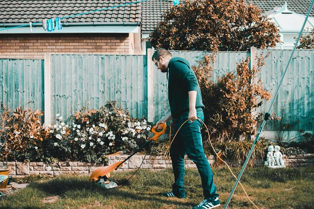 De eigen tuin goed onderhouden
