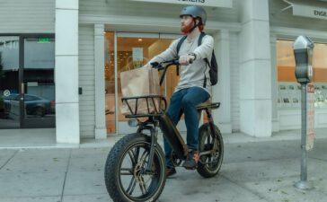 Een elektrische fiets met trapondersteuning